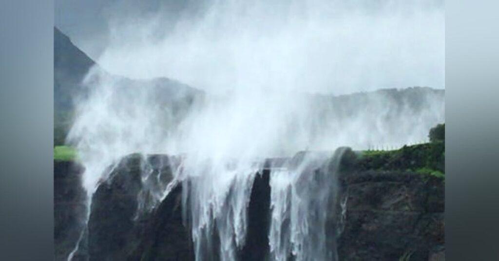 story behind reverse waterfall, india, Maharastra